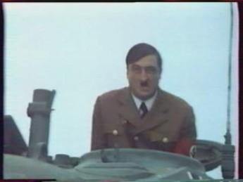 Quelle rencontre ! : extrait vidéos du film Le Führer en Folie