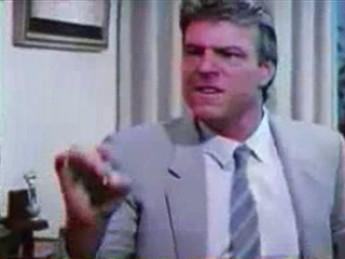 Pion dans les dents : extrait vidéos du film Commando Massacre