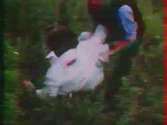 Deux cascadeurs hors pair : extrait vidéos du film Spider, l'horrible invasion