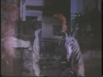 Weng Weng rosse des gredins : extrait vidéos du film For Y'ur Height Only