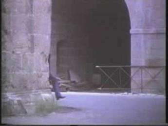 Weng Weng nous tire son chapeau : extrait vidéos du film For Y'ur Height Only