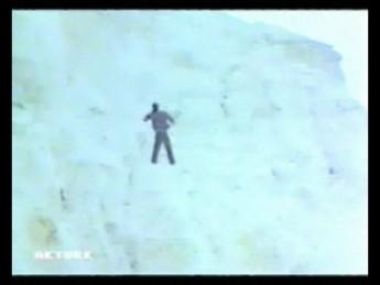 Mannequin nonchalant : extrait vidéos du film Vahsi Kan