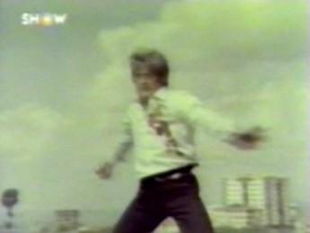 Qui sème le vent récolte l'hystérie : extrait vidéos du film Death Warrior