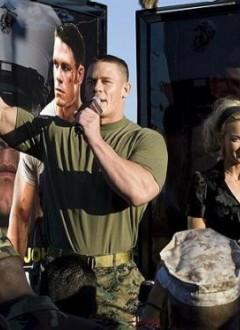 John Cena parmi les siens, à l'occasion de l'avant première du film qui a eu lieu dans la base du Corps des Marines de Pendelton !