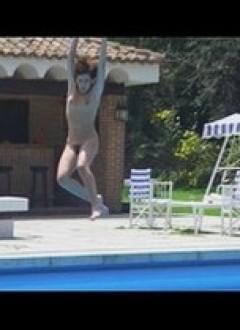 Hop, un saut dans la piscine.