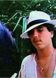 ...ou qu'il se prenne pour Michael Jackson, Tom garde la classe de l'artiste pur.