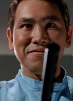 Hideo Murota, un acteur vu dans une bonne moitié de la filmo de Kinji Fukasaku et même chez Kurosawa (Kagemusha), ici en tout début de carrière dans un rôle de sbire grimaçant.