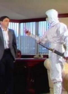 Un bad Russe terrorisé à l'idée de tirer sur le doigt du Ninja.