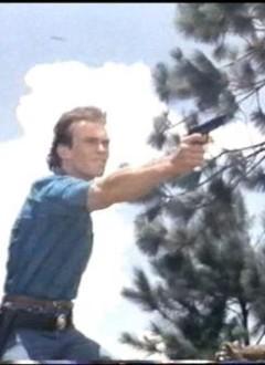Jack Steiger, toujours heureux de pouvoir tirer sur d'innocentes cannettes.