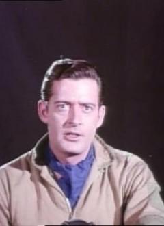 En gros plan, on a juste deux acteurs devant un rideau noir. Ici Robert Dix, qui connu un brin de notoriété dans des séries télé des années 60.