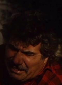 Joselito Rescober aime faire des apparitions dans ses productions. Quitte à s'y faire molester.